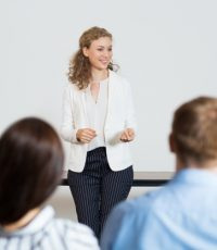 business-woman-giving-lecture_1262-804